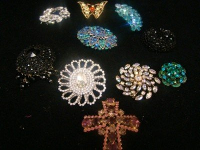 16: 10-Pieces Weiss Brooch,