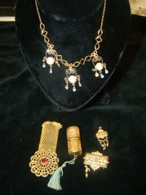 1: 5 Piece Victorian Jewelry Lot