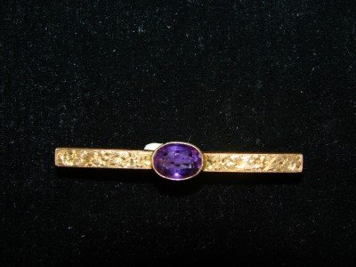 1A: 14kt Gold and Amethyst  Bar Pin