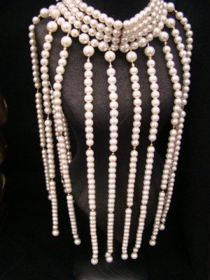 17: Faux Pearl Unusual Chocker Necklace