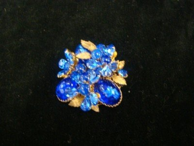 18: DeMario Blue Floral, Pin