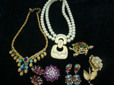 20: Hobe and Mixed Lot Rhinestones Etc.