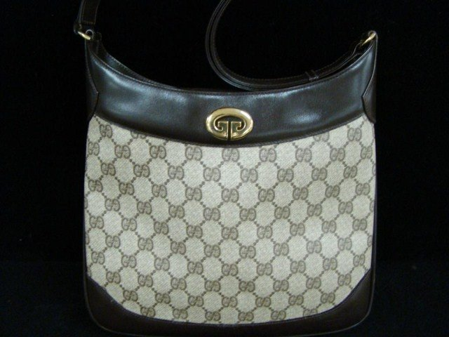 21: Lady's Gucci Shoulder Bag