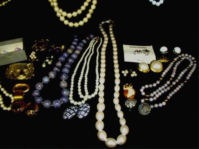 64: Mixed Lot of 1960's-70's Jewelry