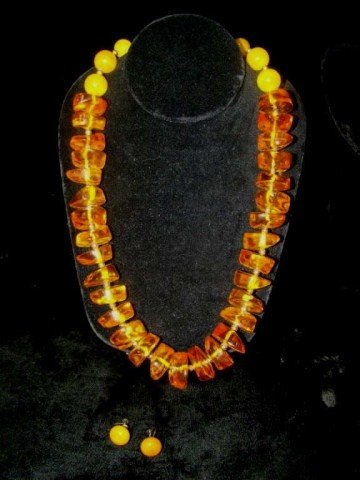 71: Vintage Amber and Gold Necklace and Earrings