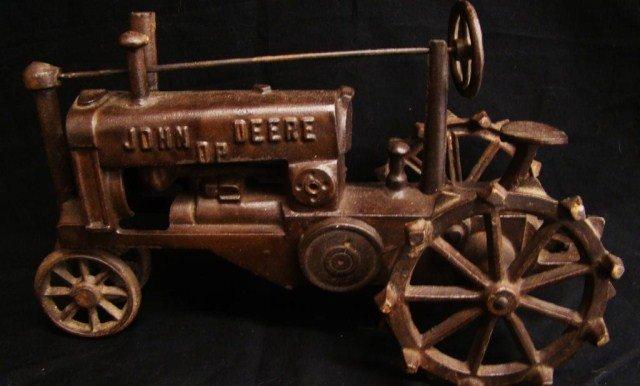 19: John Deere Cast Iron Tractor
