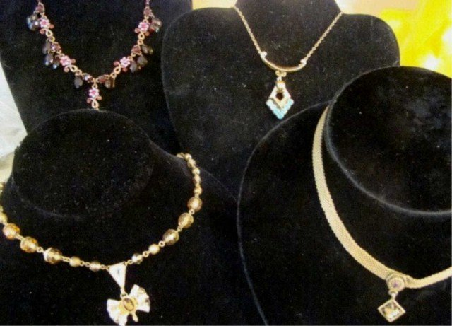 7: Assorted Lot of 30's-60's Necklaces