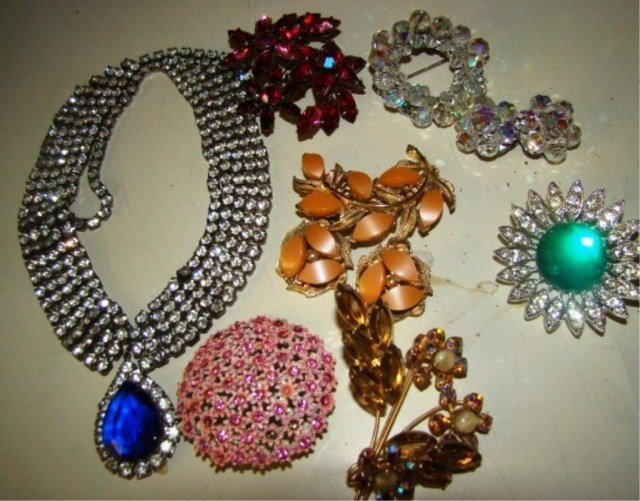 13: Assorted Lot of 1950's Jewelry