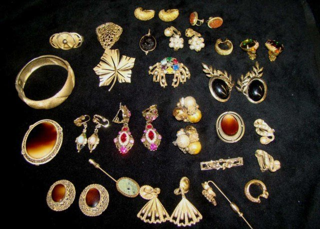 38: Assorted Lot of Vintage Jewelry 40's-50's