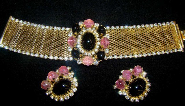 7A: Hobe Necklace and Earrings