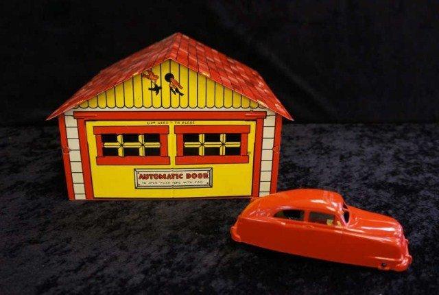 23: Automatic Garage with 1 Car & Original Box