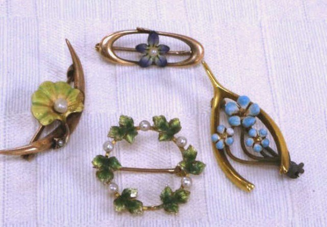 Lot of 3 Vintage 14K Gold and Enamel  Wreath Pins
