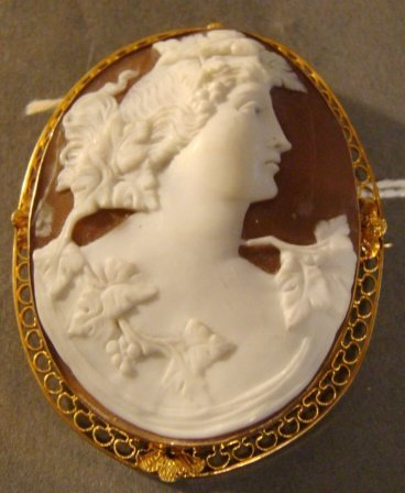 Large 14k Gold Carved Shell Cameo Brooch Pendant