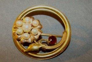 14k Gold, Diamond and Ruby Circle Pin