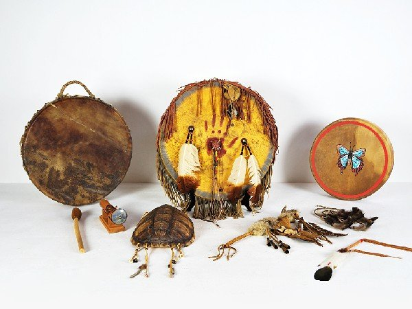 10: Lot with Native American Decorative Items including