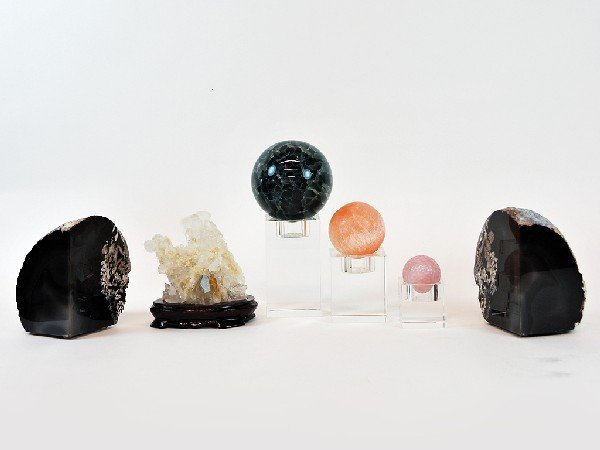 16: Pair of Agate Book Ends and a Quartz Crystal on Woo