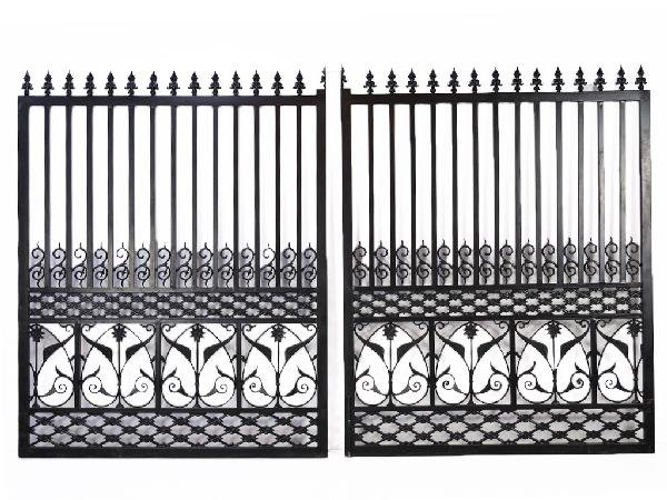 196: A CAST IRON ENTRANCE GATE