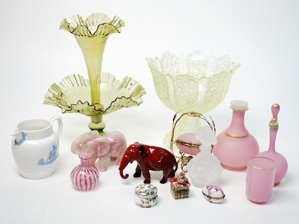 12: A MISCELLANEOUS GROUP OF CRYSTAL, GLASS AND PORCELA