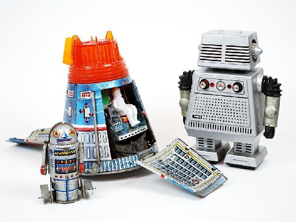 14A: TWO VINTAGE ROBOTS AND A USA SPACE CAPSULE TOY