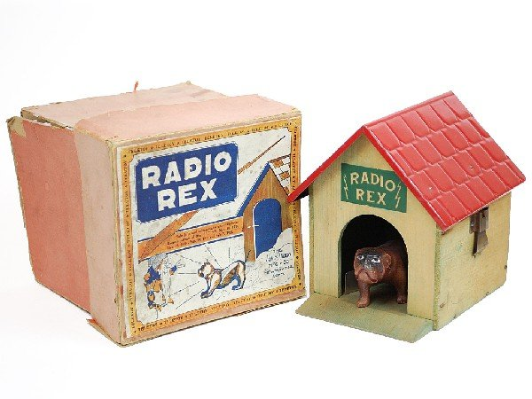 """14C: A 'RADIO REX"""" DOG AND DOG HOUSE BY TELETOY"""