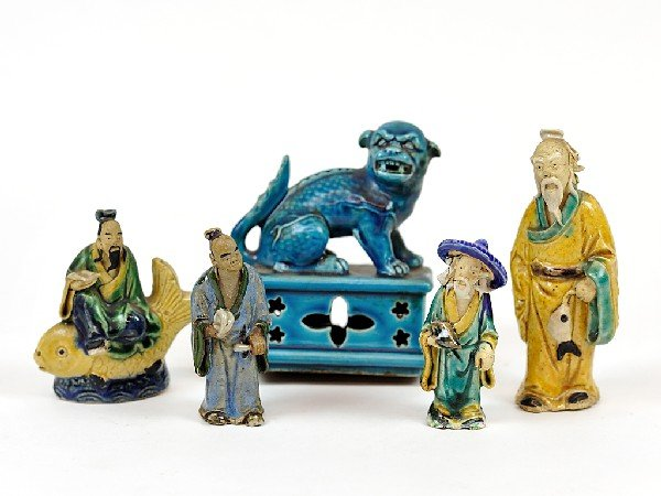 16: A COLLECTION OF FOUR GLAZED CERAMIC FIGURES AND A B