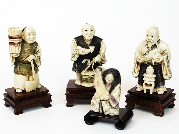 17: A COLLECTION OF NINETEENTH CENTURY CARVED IVORY FIG