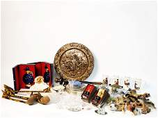 201: A MISCELLANEOUS LOT OF DECORATIVE ITEMS
