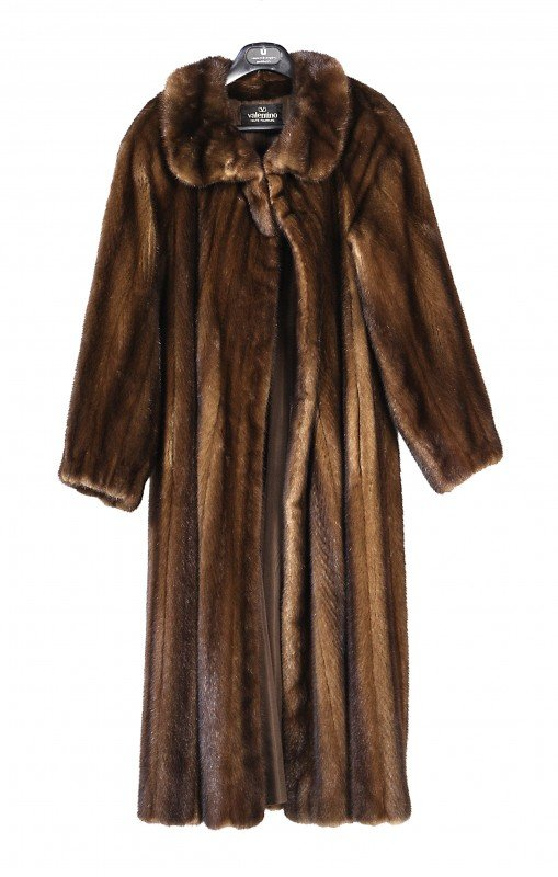 19: A DANISH VINTAGE MINK COAT, By Valentino, rich brow