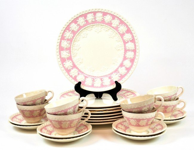 13: A SET OF CUPS, SAUCERS, AND DINNER PLATES, Wedgwood