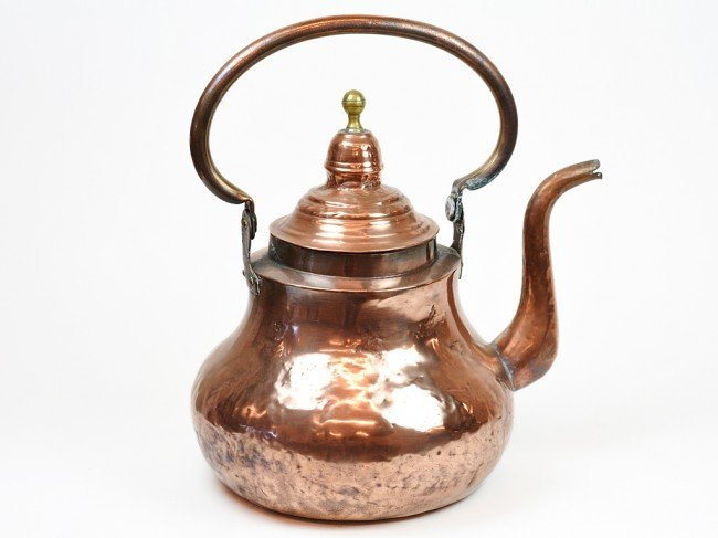21: AN ANTIQUE FRENCH COPPER POT WITH BRASS FINIAL Fran