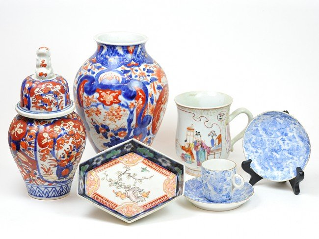 11: A COLLECTION OF MISCELLANEOUS CHINESE IMARI PORCELA