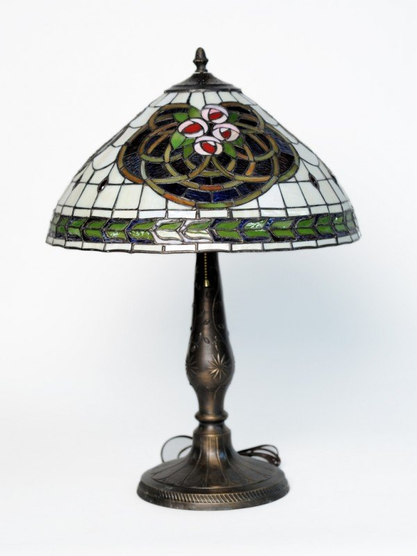 6: A TIFFANY STYLE TABLE LAMP