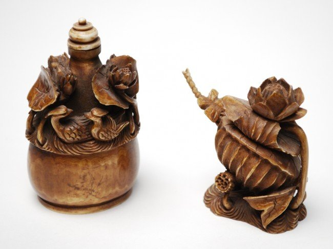 14A: A PAIR OF IVORY SNUFF BOTTLES