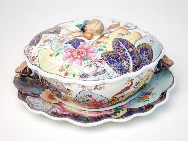 17: A MOTTAHEDEH COVERED TUREEN AND UNDERPLATE