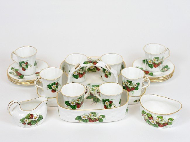 6: A COMPLETE HAMMERSLEY ENGLISH BONE CHINA STRAWBERRY