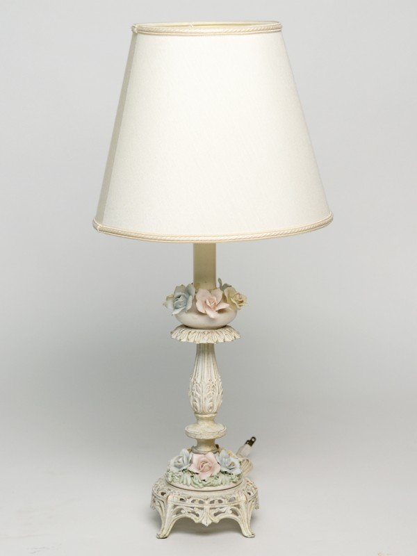 10: A DELICATE FLORAL PORCELAIN AND WHITE PAINTED BRASS