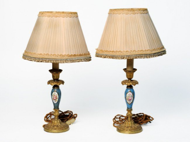 16: A PAIR OF FRENCH SEVRES DECORATIVE TABLE LAMPS