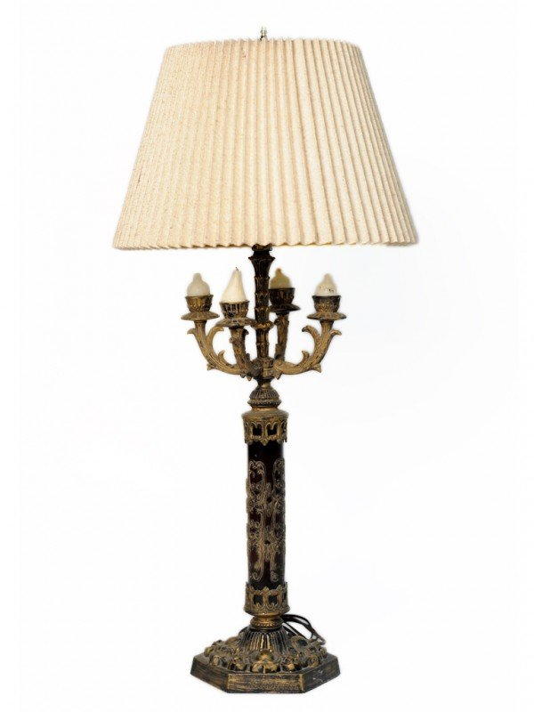 23: A FIVE LIGHT CANDLESTICK STYLE TABLE LAMP