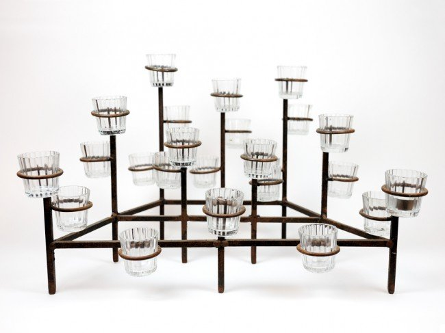 4: AN ORNAMENTAL MULTI-TIERED TWENTY FOUR LIGHT IRON VO