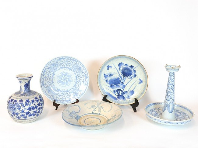3: A COLLECTION OF FIVE ANTIQUE HAND PAINTED CHINESE CE