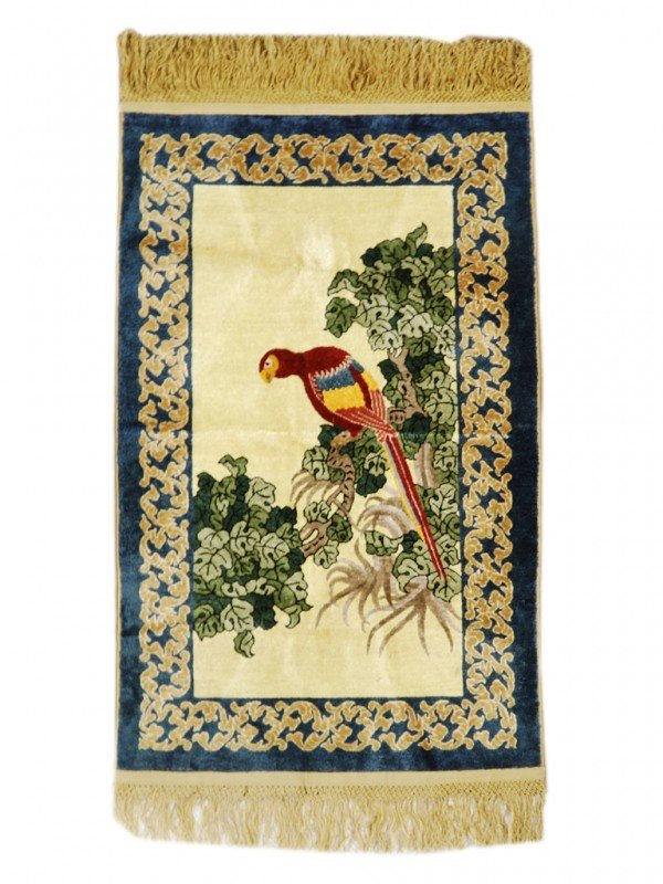 6: A CHINESE 100% SILK PICTORIAL RUG OF A MACCAW