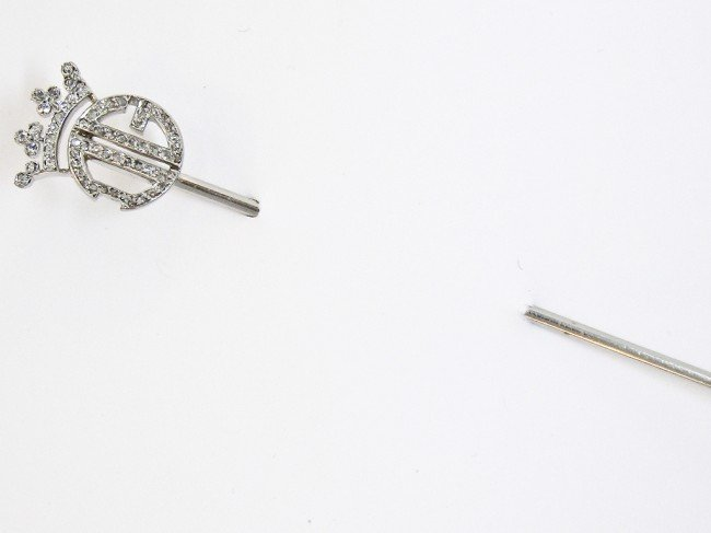 23: A PLATINUM STICK PIN WITH DIAMOND CROWN