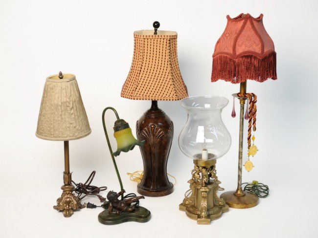 2: A GROUP OF FIVE TABLE LAMPS