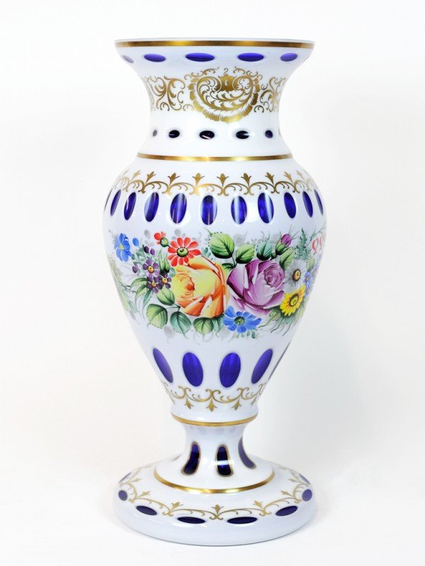 15: A COBALT AND WHITE CASED GLASS VASE