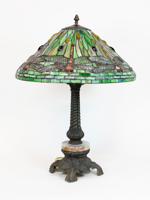 23: A TIFFANY STYLE DRAGONFLY STAINED GLASS TABLE LAMP