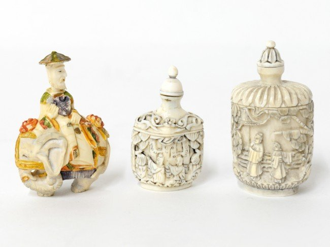 13: A COLLECTION OF THREE CARVED IVORY SNUFF BOTTLES