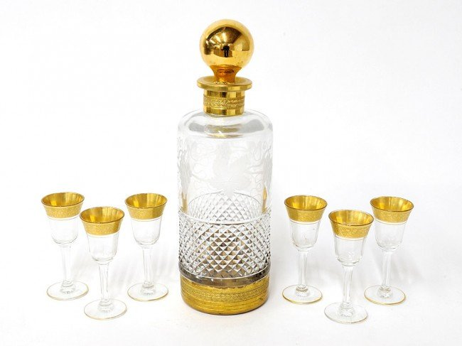 17: A CUT CRYSTAL GILDED DECANTER WITH SIX CORDIALS