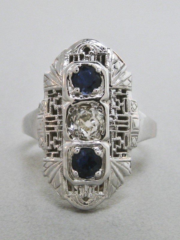 71: A LADIES 14K WHITE GOLD SAPPHIRE AND DIAMOND RING -