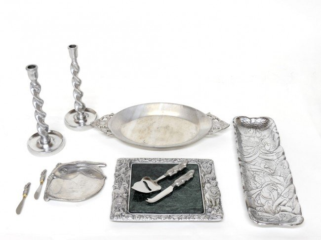 7: A GROUP OF TEN PEWTER ARTHUR COURT SERVING PIECES