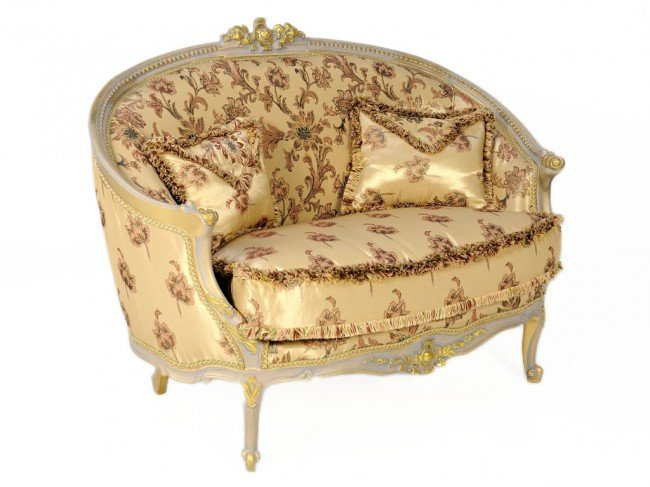 188: A LOUIS XVI STYLE SETTEE WITH GILT ACCENTS